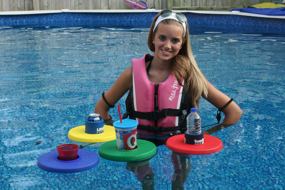 Girl with different color Drink Dinghy's
